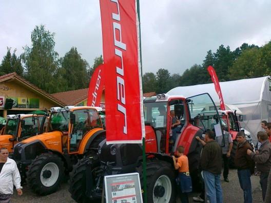 Prvič v Sloveniji predstavljen največji traktor LINDNER GEOTRAC 134ep